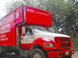 quienes-somos-rojas-trasteos_0027_UFS-214-300x225